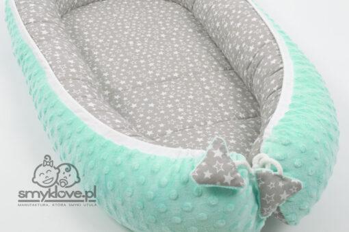 Zakończenie sznureczka w kokonie dla noworodków