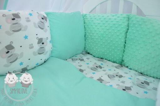 komplet do łóżeczka - widok na pościel i ochraniacz