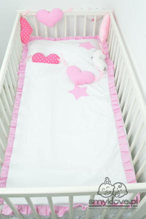 Pościel z różową falbanką do łóżeczka z girlandą serca - Smyklove