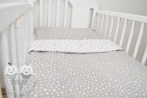 Szara pościel do łóżeczka w gwiazdki