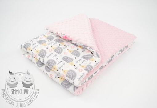 Różowy kocyk minky w jeżyki