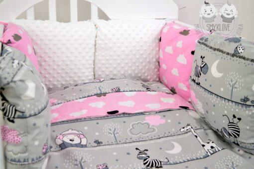 Pościel do łóżeczka 120x60 dla dziewczynki - zbliżenie na ochraniacz modułowy