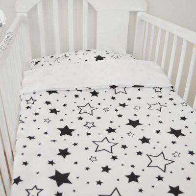 Pościel do łóżeczka dla niemowląt - wersja gwiazdki na białym z gładkim białym z drugiej strony od Smyklove