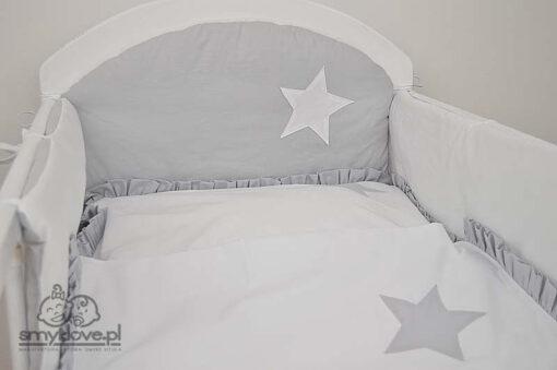 Ochraniacz do łóżeczka szaro-biały od Smyklove