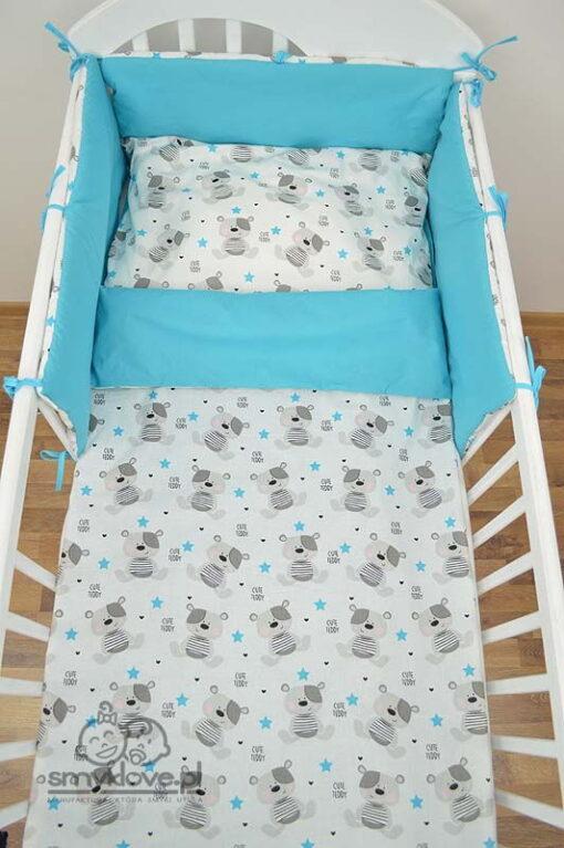 Widok z góry na zestaw do łóżeczka od Smyklove