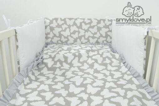 Pościel do łóżeczka motyle z szarą falbanką od Smyklove