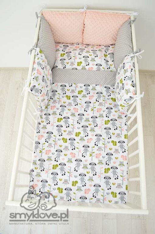 Widok z góry na pościel dziecięca do łóżeczka od Smyklove
