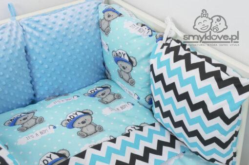 Zdjęcie z bliska materiałów z pościeli chłopięcej do łóżeczka