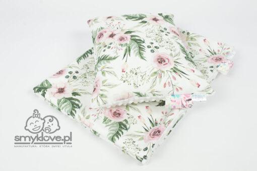Zdjęcie poduszki z wypełnieniem i kocyka w kwiaty bez wypełnienia od Smyklove