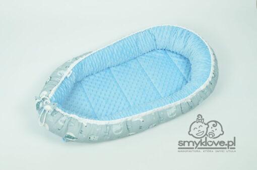 Zdjęcie kokonu niemowlęce z minky - niebieskie minky w środku kokonu