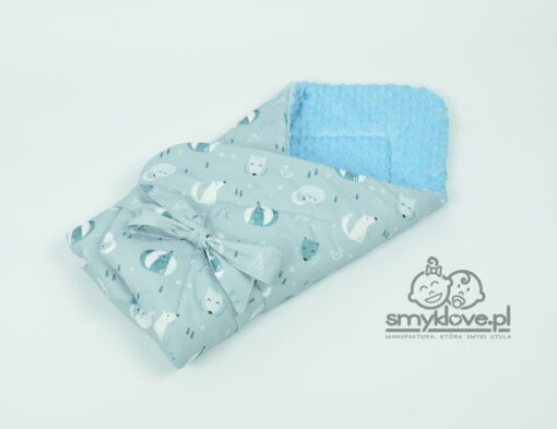 Zdjęcie rożka niemowlęcego ułożonego bawełną na zewnątrz