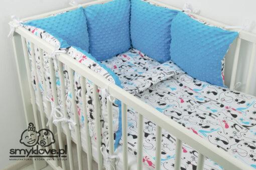 Pościel z wypełnieniem do łóżeczka w koty i z niebieskiego minky