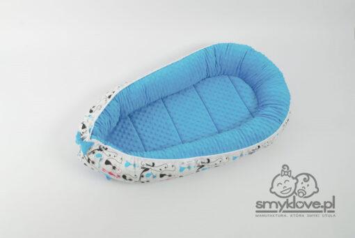 Kokon niemowlęcy biało-niebieski w koty od Smyklove