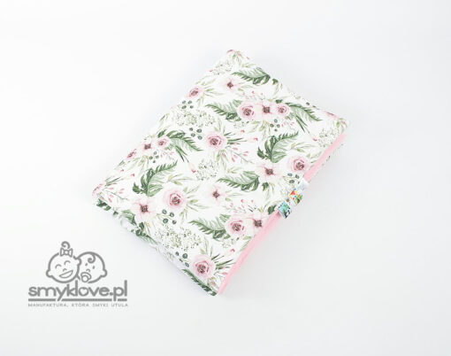 Kocyk w kwiaty z bawełny premium i brudnoróżowego velvetu - Smyklove