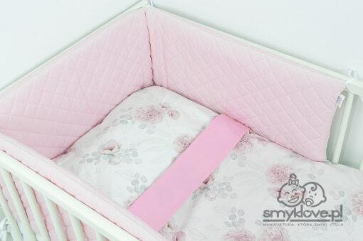 Różowy ochraniacz do łóżeczka z pościelą dalie od Smyklove