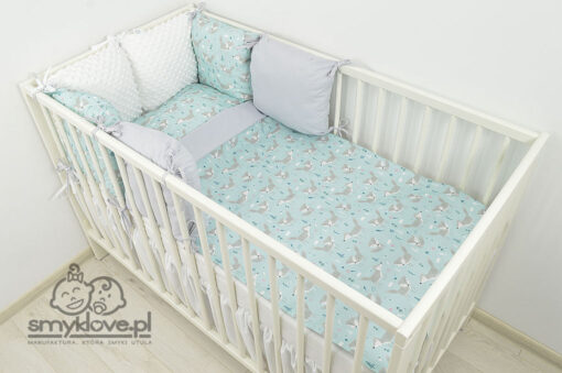 Zdjęcie łóżeczka z pościelą 120x90 z ochraniaczem z minky od Smyklove