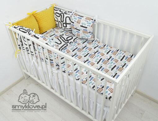Pościel od SMYKLOVE: łóżeczko z pościelą auta z musztardowym ochraniaczem