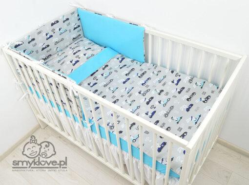 Pościel dla niemowląt w łóżeczku w króliczki w wyścigówkach od Smyklove