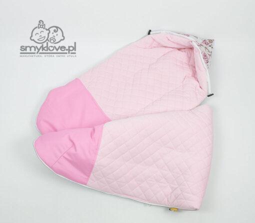 Nieprzemakalny podnóżek i różowy velvet w śpiworku od Smyklove