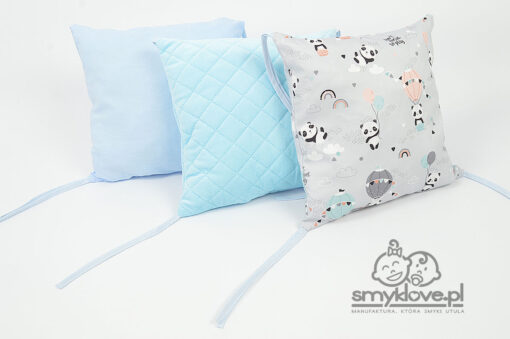Poduszki: w pandy, bawełniana niebieska gładka oraz velvet z ochraniacz w pandy od Smyklove