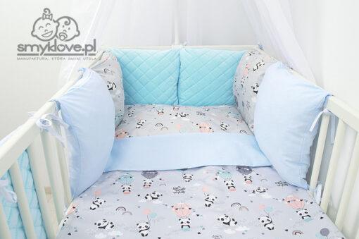 Ochraniacz w pandy z poduszek w łóżeczku z pościelą - Smyklove