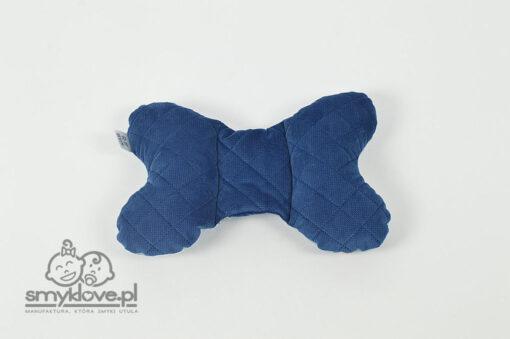Tył z granatowego velvetu poduszki motylka w garbusy od Smyklove