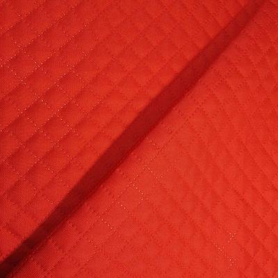 Czerwony pikowany poliester