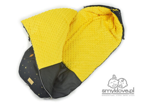 Środek śpiworka ze złotym ( żółtym) jelonkiem z manufaktury Smyklove