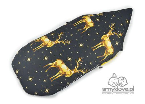 Tył śpiworka ze złotymi jelonkami na czarnym do wózków od Smyklove